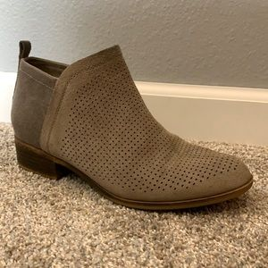Toms Deia tan booties perforated cutout detail size 8.5